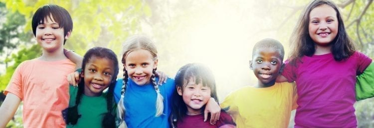 6 young children smiling outside
